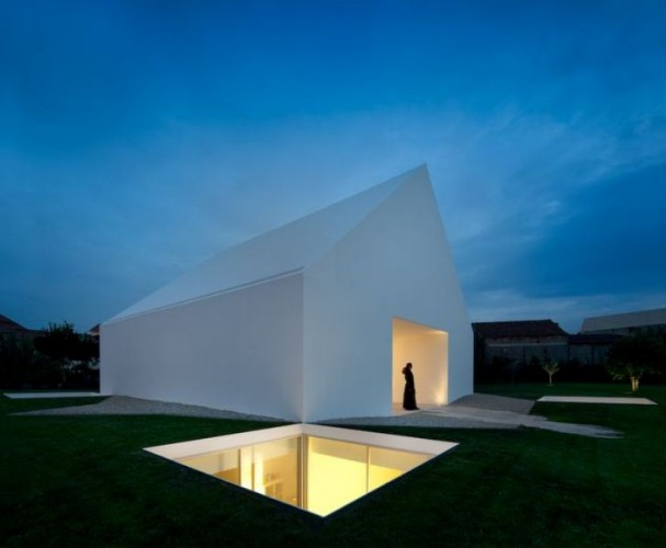 http://www.archdaily.com/118906/house-in-leiria-aires-mateus/109-3/